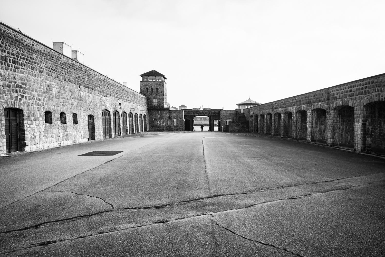 Fahrzeughof im KZ Mauthausen.