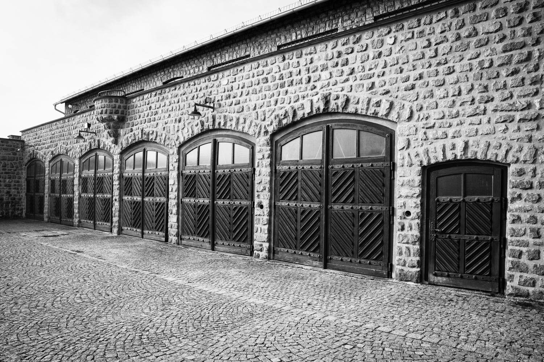 Garagen im KZ Mauthausen.