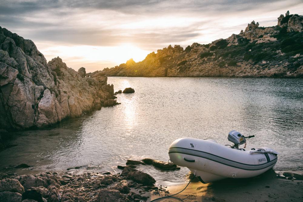 Schlauchboot auf Sardinien