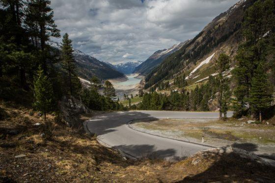 Teilweise entleerter Gepatschspeicher im Kaunertal in Tirol