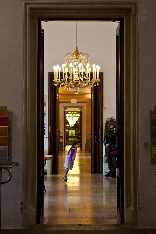 Besucherin im Herresgeschichtlichen Museum